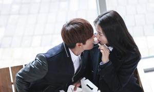 Học cách hôn lãng mạn như Kim Tan
