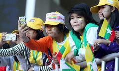 Teen Myanmar sặc sỡ đi cổ vũ SEA Games