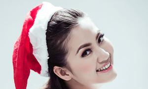 Ngọc Lan tươi tắn với mũ Noel