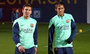 Neymar thắng Messi trong thử thách sút bóng