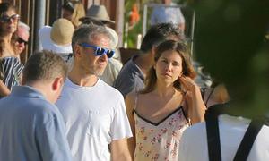Người yêu tỷ phú Abramovich váy hai dây quyến rũ