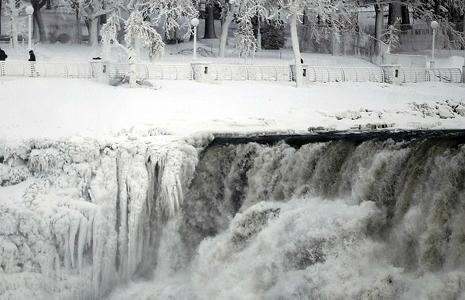 Thác Niagara đóng băng trong đợt lạnh kỷ lục