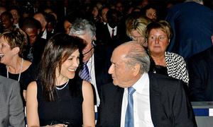 Chủ tịch Sepp Blatter sóng đôi bên người tình trẻ