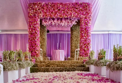 Nơi làm lễ thành hôn ngập hoa tươi