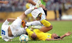 Bạo lực 'sống khỏe' ở V-League