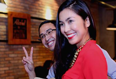 Chồng Tăng Thanh Hà nhí nhảnh bên vợ