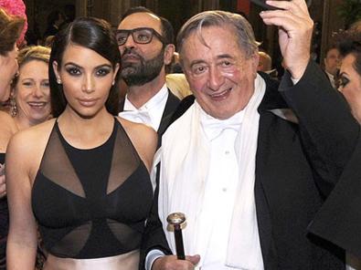 Kim được trả 500.000 USD để hẹn hò tỷ phú 81 tuổi