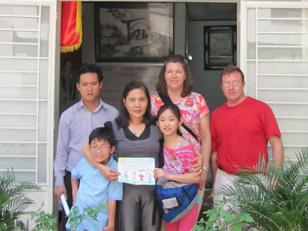 Cô bé 11 tuổi từ Mỹ về Việt Nam tìm mẹ