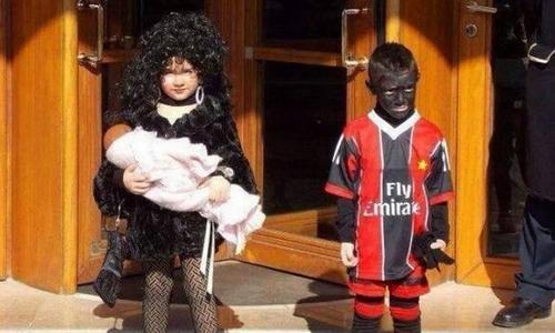 Hai em bé đóng Balotelli và bồ cũ