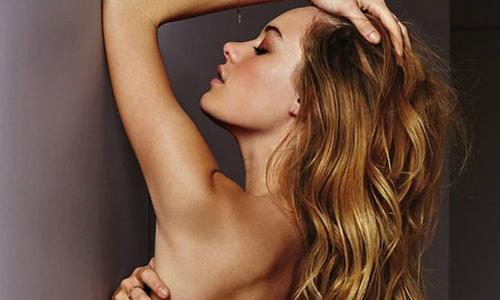 Siêu mẫu Pháp bán nude khoe đường cong mê hoặc