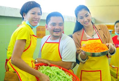Trang Trần, Maya nấu ăn cho người nghèo