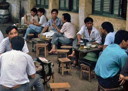 Bia hơi vỉa hè Hà Nội những năm 1990