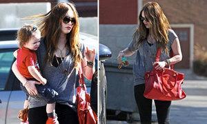 Megan Fox gọn gàng sau 5 tuần sinh con
