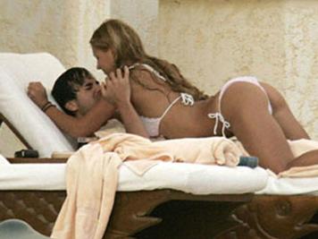 Bạn trai tiết lộ chuyện giường chiếu với Kournikova
