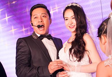 Tuấn Hưng hát 'Bức thư tình đầu tiên' tặng vợ