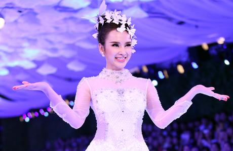 Angela Phương Trinh làm cô dâu xinh xắn