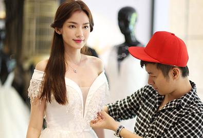 Trúc Diễm dịu dàng đi thử váy cưới