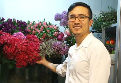 'Con nhà thép' đam mê nhập khẩu hoa