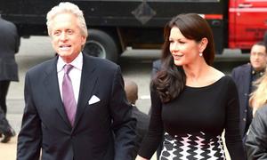 Vợ chồng Michael Douglas lại tình tứ sau những rạn vỡ