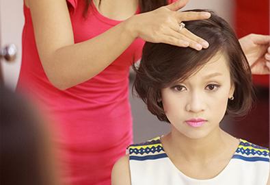 Trang điểm trẻ trung cho cô dâu tóc ngắn