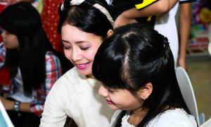 Chiều Xuân dịu dàng bên con gái Hồng Khanh