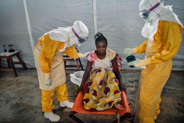 Những ngày cuối đời của một cô gái nhiễm Ebola