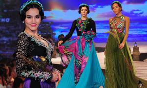 Mẫu Việt khoe sắc trong đêm diễn áo dài