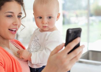 Thư gửi những bà mẹ ngày đêm dán mắt vào iPhone