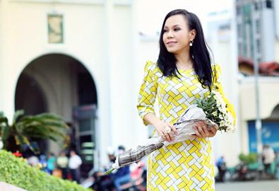 Việt Hương duyên dáng đi chợ Bến Thành