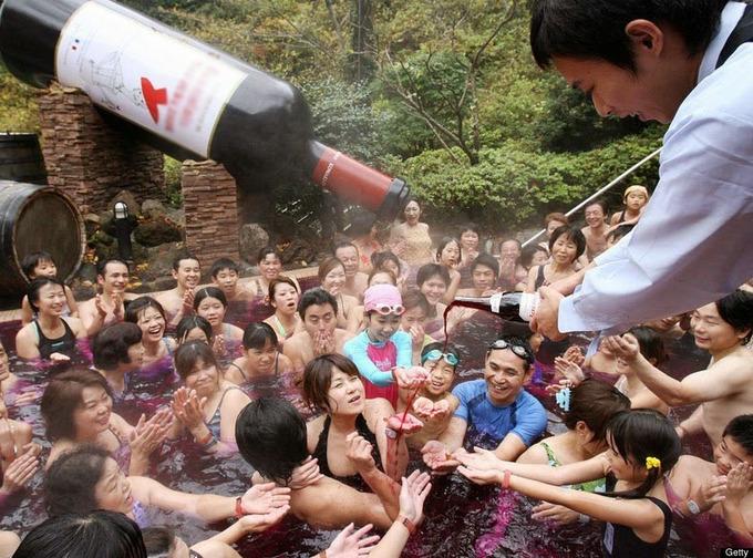 Spa cho khách tắm trà xanh, rượu sake ở Nhật