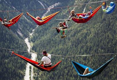 Choáng với lễ hội đu dây mạo hiểm nhất thế giới