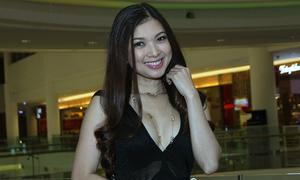 Phạm Thanh Thảo mặc sexy, phô ngực đầy tại rạp phim