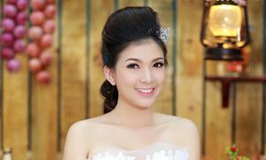 Phạm Thanh Thảo biến hóa với 2 kiểu váy cưới
