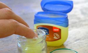 9 công dụng làm đẹp đáng ngạc nhiên của vaseline