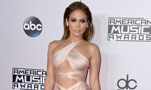 J.Lo mặc sexy lấn át các sao trẻ trên thảm đỏ AMAs