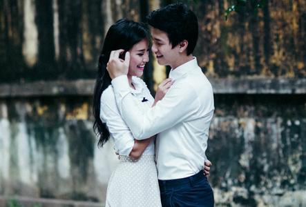 Huỳnh Anh tình tứ bên bạn gái xinh đẹp