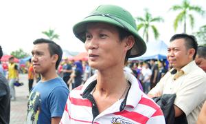 CĐV Việt xếp hàng dài mua vé ở Malaysia