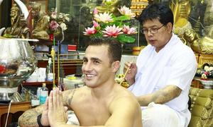Cannavaro sang Thái Lan xăm hình