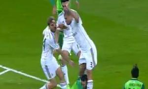 Pepe gây họa cho đồng đội