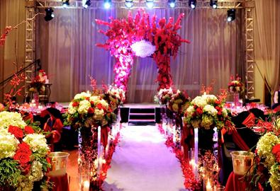 Đám cưới Hà Nội với màu đỏ - đen cá tính