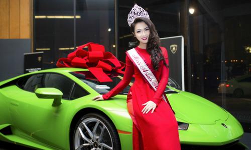 Jennifer Chung tạo dáng bên dàn siêu xe
