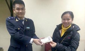 Nhân viên Hải quan Nội Bài trả lại hơn 230 triệu cho khách