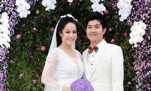 Nhật Kim Anh mặc váy nặng 3 kg trong tiệc cưới