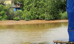 Nữ sinh chết khó hiểu dưới sông