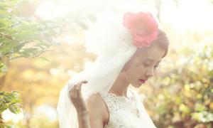 Chọn hoa cài tóc khi chụp ảnh cưới ngoài trời