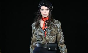 Kendall Jenner 'công phá' 3 tuần thời trang liên tiếp