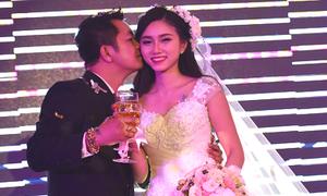 Ông xã hôn Thy Thơ ngọt ngào trong lễ cưới