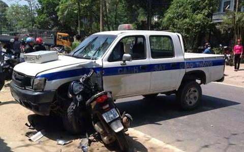 Nghi can trộm xe SH tử vong khi tông vào ôtô cảnh sát