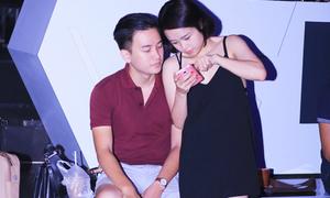 Người yêu điển trai kè kè bên Thái Trinh