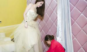 Ngọc Trinh chi 300 triệu mua váy dự Đêm hội chân dài